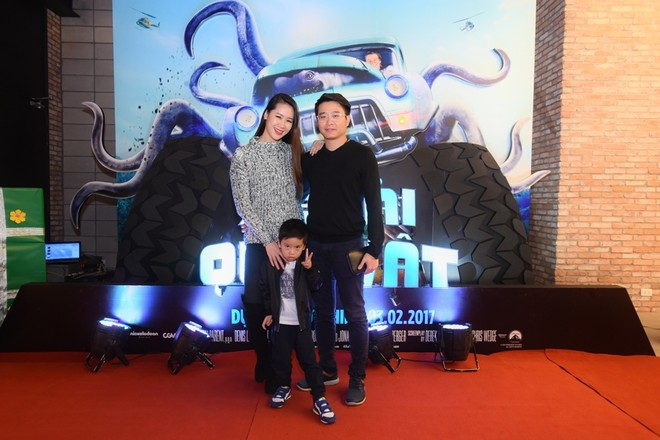 Hoa hậu Dương Thùy Linh xuất hiện cùng gia đình nhỏ và hào hứng thưởng thức bộ phim