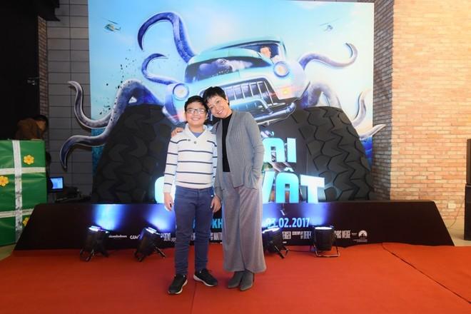 """Dương Thùy Linh cùng chồng con đi xem """"Xe tải quái vật"""" ảnh 5"""