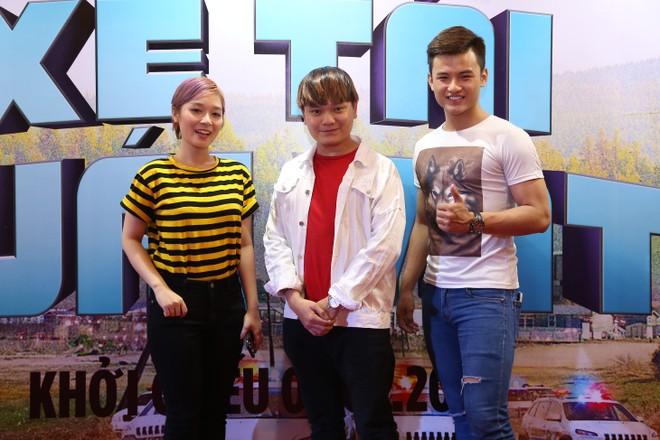 """Dương Thùy Linh cùng chồng con đi xem """"Xe tải quái vật"""" ảnh 6"""