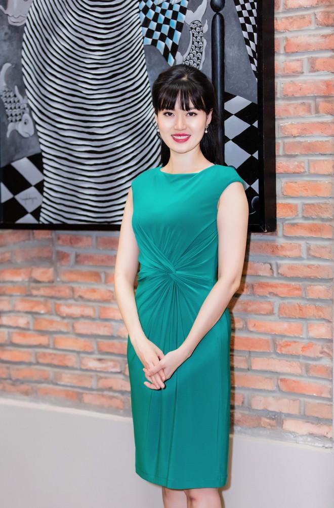 Mùng Một Tết, Hoa hậu Thu Thủy tất bật khai Xuân