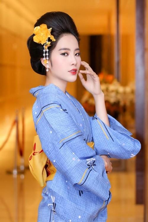 """Dàn """"sao"""" đẹp lạ trong trang phục Kimono"""