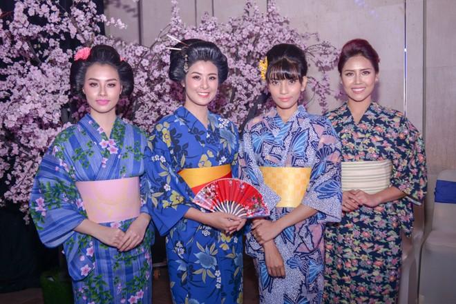 """Dàn """"sao"""" đẹp lạ trong trang phục Kimono ảnh 12"""