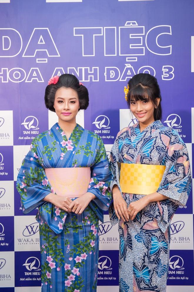 """Dàn """"sao"""" đẹp lạ trong trang phục Kimono ảnh 8"""