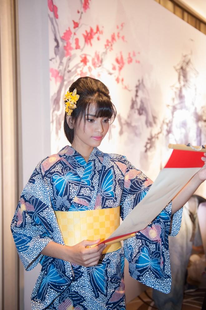 """Dàn """"sao"""" đẹp lạ trong trang phục Kimono ảnh 5"""