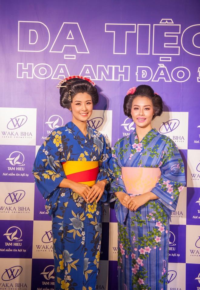 """Dàn """"sao"""" đẹp lạ trong trang phục Kimono ảnh 14"""