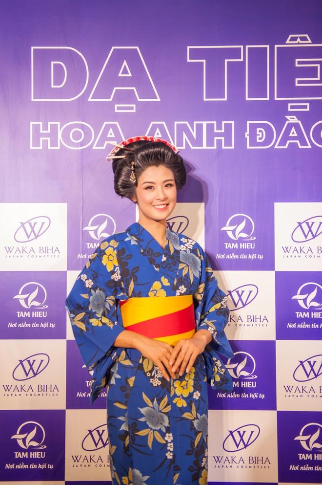 """Dàn """"sao"""" đẹp lạ trong trang phục Kimono ảnh 6"""
