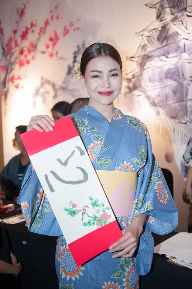 """Dàn """"sao"""" đẹp lạ trong trang phục Kimono ảnh 9"""