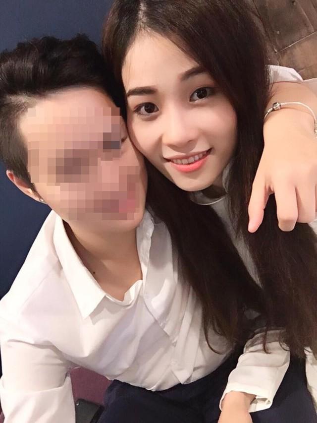 Chị gái Hoa khôi Nam Em trốn bạn gái đồng giới để đi tập kịch ảnh 2