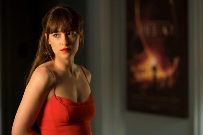 Anastasia đã chủ động và trưởng thành hơn trong tình yêu chứ không còn là cô gái bé nhỏ chờ đợi phép màu xảy đến