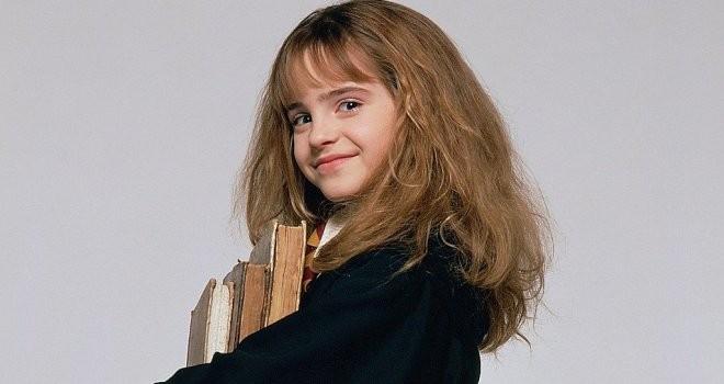 """Những điểm tương đồng khó tin giữa Emma Watson với Belle trong """"Người đẹp và quái vật"""" ảnh 1"""