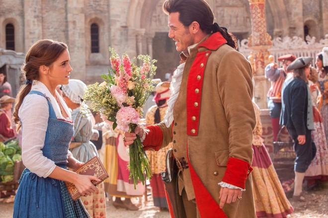 """Những điểm tương đồng khó tin giữa Emma Watson với Belle trong """"Người đẹp và quái vật"""""""