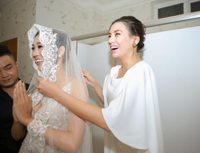 Võ Hoàng Yến mặc áo cưới tái xuất showbiz