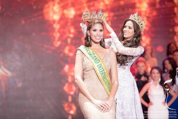 """Người đẹp Indonesia đăng quang """"Hoa hậu Hòa bình Quốc tế 2016"""""""