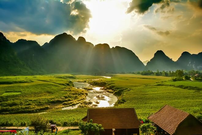 """Hình ảnh tuyệt đẹp về hang động Tú Làn (Quảng Bình) sẽ xuất hiện trong """"Người bất tử"""""""