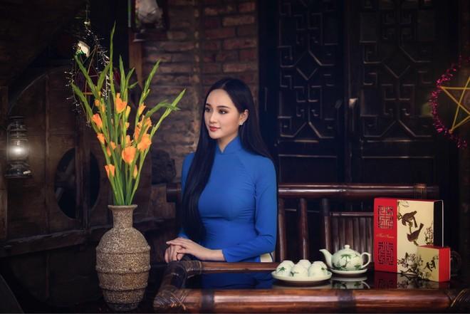 """""""Nữ hoàng đá quý"""" Nguyễn Oanh: Không bỏ dở chuyện học để dấn thân vào showbiz"""
