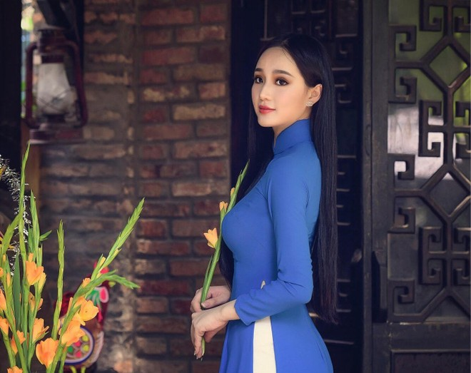 """""""Nữ hoàng đá quý"""" Nguyễn Oanh: Không bỏ dở chuyện học để dấn thân vào showbiz ảnh 6"""