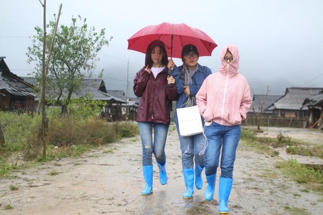 Hoa hậu Mỹ Linh bị cô lập, mất liên lạc tại vùng rốn lũ Yên Bái
