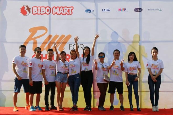 """Dàn """"sao"""" trẻ chạy bộ gây quỹ vì trẻ em bị bệnh tim bẩm sinh"""