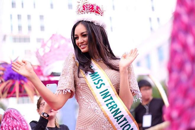 """Lời xin lỗi được Nguyễn Thị Loan gửi đến """"Hoa hậu Quốc tế 2016"""" Kylie Versozac"""