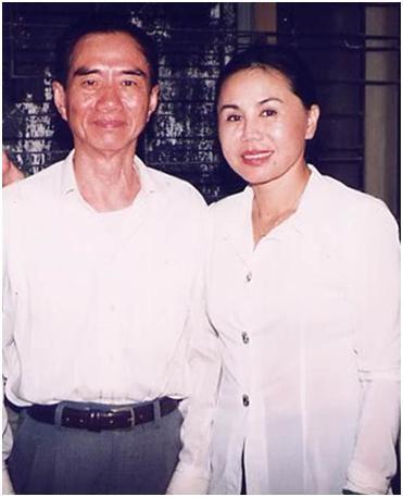 Thanh Tuyền chụp cùng nhạc sĩ Nguyễn Văn Đông