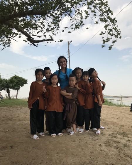 Ca sĩ Tân Nhàn ra bộ đôi MV hát cùng học trò