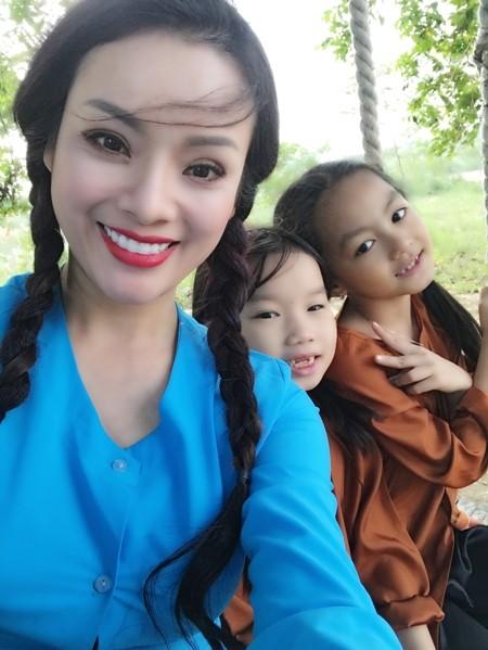 Ca sĩ Tân Nhàn ra bộ đôi MV hát cùng học trò ảnh 4