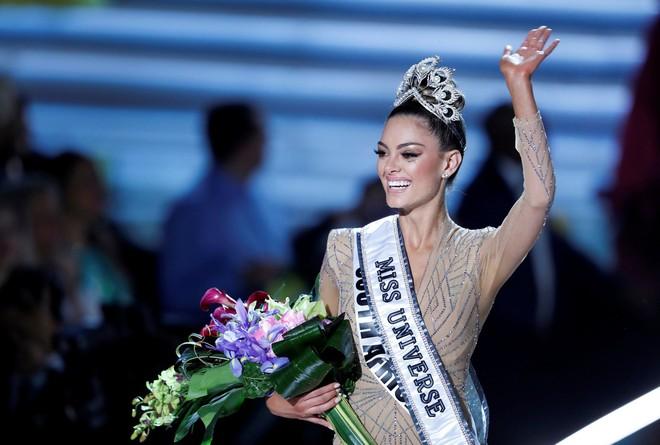 """bạn tự hào nhất và phẩm chất đó sẽ được bạn phát huy thế nào khi đăng quang Hoa hậu Hoàn vũ?""""."""
