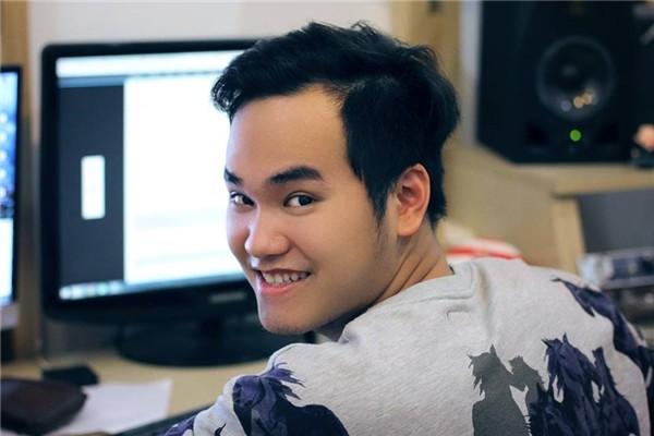 Ngồi trên máy bay, nhạc sĩ Khắc Hưng viết ca khúc tặng U23 Việt Nam