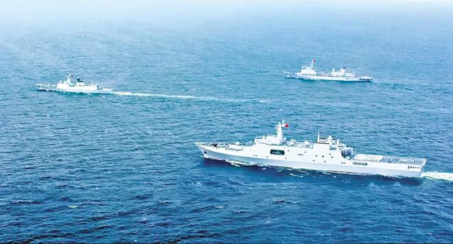 Hình ảnh đoàn chiến hạm trong một cảnh phim