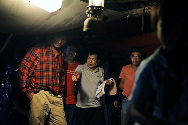 """Đạo diễn phim """"Thành phố ngủ gật"""" kể về bối cảnh quay trong căn phòng 20m2"""