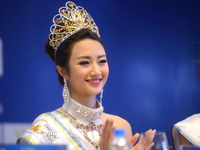 """Đương kim """"Hoa hậu Bản sắc Việt toàn cầu"""" Thu Ngân"""