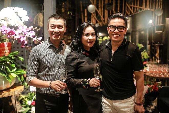 Thanh Lam vào bếp nấu nướng đãi bạn bè trong ngày sinh nhật