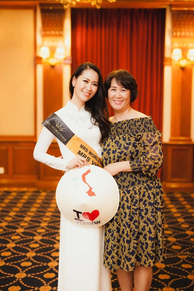 Dương Thùy Linh và mẹ