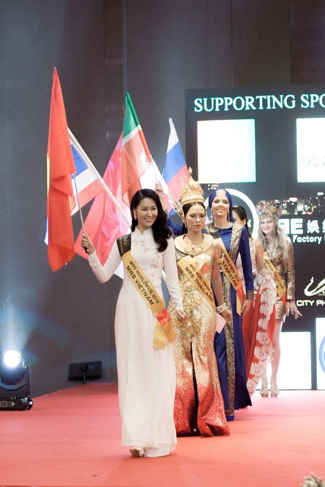"""Giải mã chiến thắng của tân """"Hoa hậu Phụ nữ toàn thế giới 2018"""" Dương Thùy Linh"""