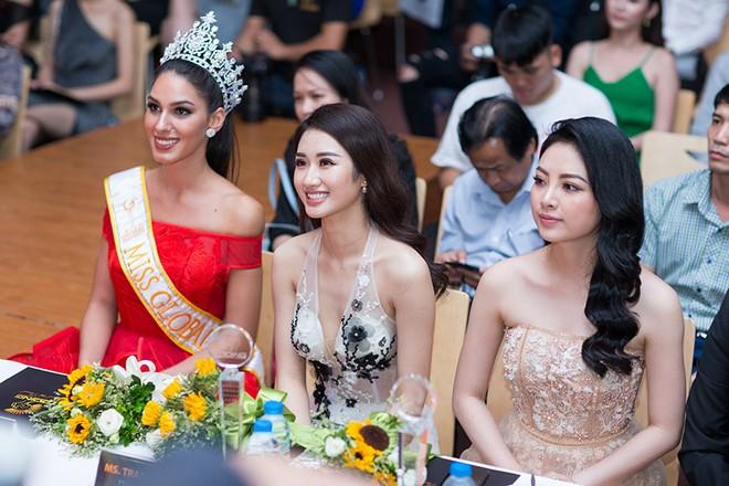 """Các người đẹp có mặt tại lễ công bố dự án """"Ngôi sao danh vọng"""""""
