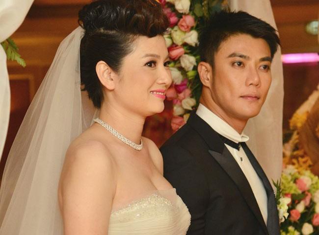 Thúy Vinh sánh vai bên chồng trong lễ cưới diễn ra vào năm 2012