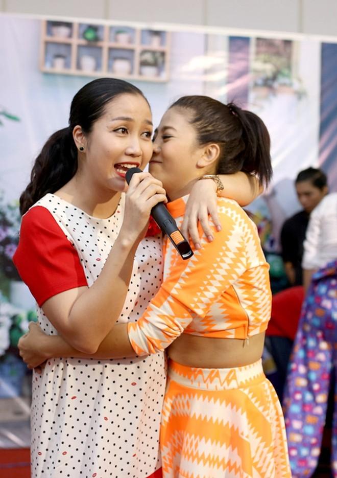 """""""Ốc"""" Thanh Vân và Mai Phương là hai người bạn có mối quan hệ thân thiết trong công việc cũng như cuộc sống"""
