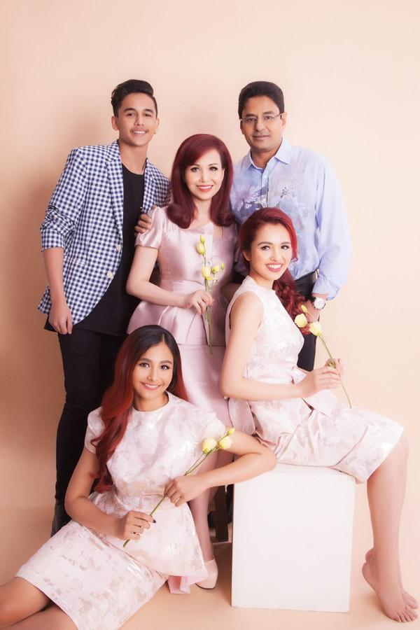 Hoa hậu Diệu Hoa hạnh phúc bên chồng và ba con