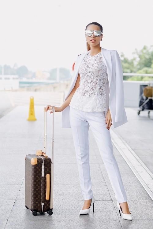 """Khả Trang mang hành lý nặng hàng trăm kilogram đến """"Siêu mẫu Quốc tế 2018"""""""