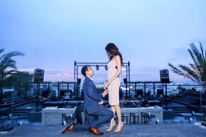 Lan Khuê rạng rỡ trong lễ đính hôn tại nhà riêng ảnh 4