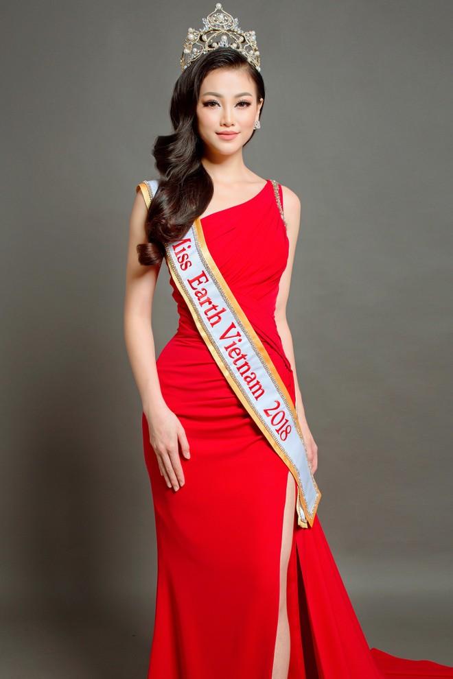 Vẻ đẹp cá tính và hiện đại của Phương Khánh