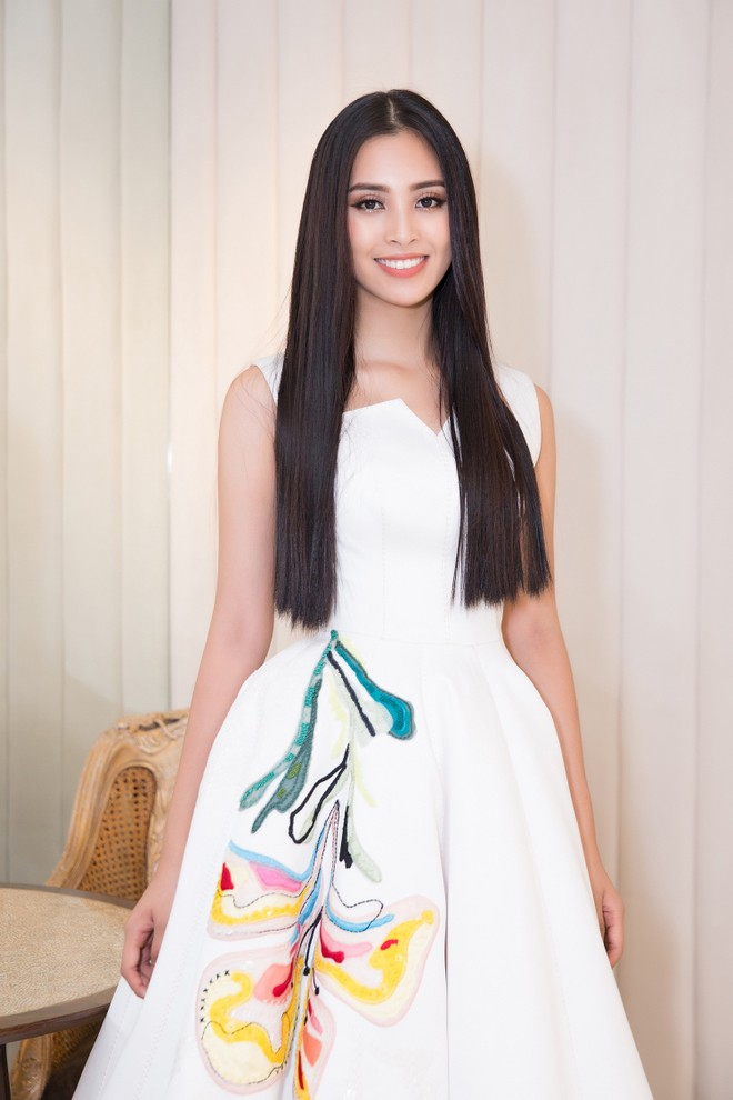 """Tiểu Vy được hậu thuẫn """"khủng"""" để dự thi """"Hoa hậu Thế giới 2018"""""""