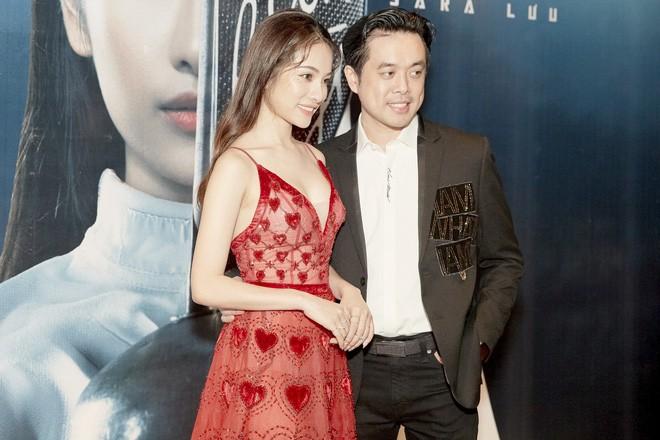 Dương Khắc Linh và Ngọc Duyên thoải mái tình tứ sau khi công khai chuyện yêu nhau