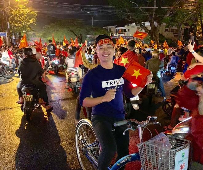 """Mừng Việt Nam vô địch AFF Cup, Facebook """"sao Việt"""" ngập sắc đỏ ảnh 6"""