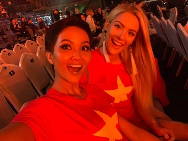 """Mừng Việt Nam vô địch AFF Cup, Facebook """"sao Việt"""" ngập sắc đỏ ảnh 4"""