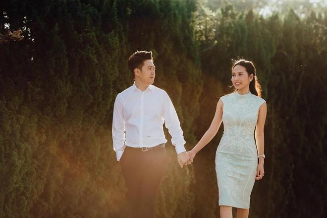 Lê Hiếu đăng tải bức ảnh được cho là ảnh cưới của anh và bạn gái trên trang mạng xã hội cá nhân