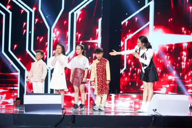 MC Phí Linh công bố kết quả chung cuộc đêm thi