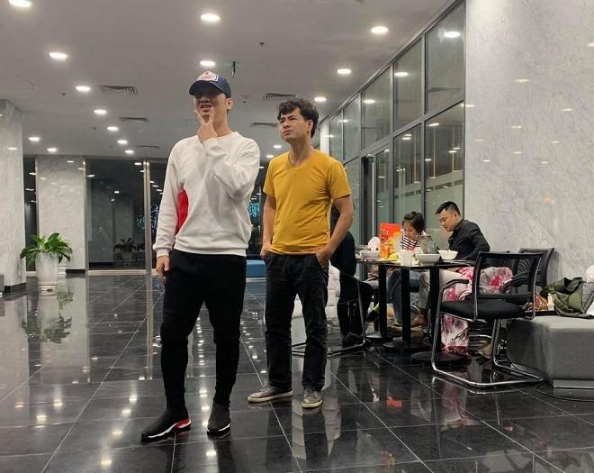 """Thành Trung tại hậu trường buổi tập luyện """"Táo Quân"""" diễn ra ở Đài Truyền hình Việt Nam"""