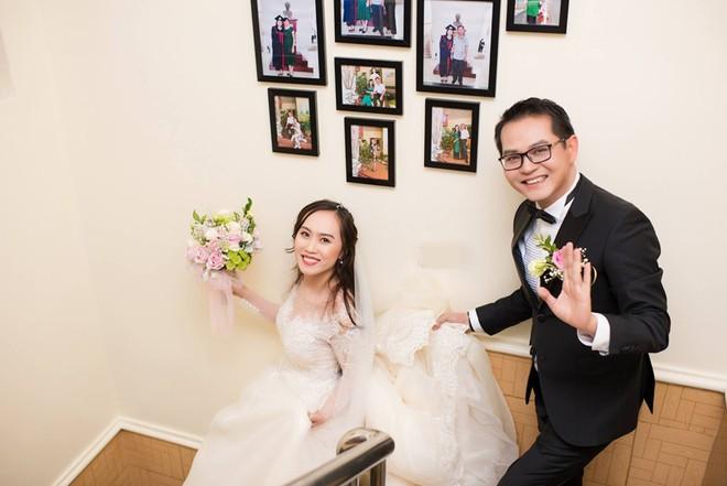 NSND Trung Hiếu và vợ trong đám cưới được tổ chức tại quê nhà cô dâu ở Sơn La