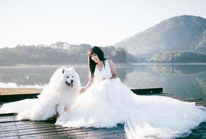 Bức ảnh được Phương Thanh chụp trong trang phục váy trắng như váy cưới khiến người hâm mộ một lần nữa mừng hụt